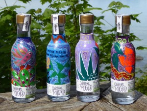 Quiéreme Mucho is committed to sustainable rural economy. Eat bottle is hand-painted for artisans from San Pedro Taviche.